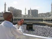 English: Supplicating Pilgrim at Masjid Al Haram. Mecca, Saudi Arabia. Français : Pélerin en prière dans Masjid Al Haram, la mosquée interdite, à La Mecque (Arabie Saoudite).