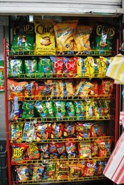 English: Rack with Mexican-brand snack food at a convenience store near Estadio Azteca in Mexico City
