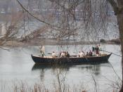English: Boatmen row a Durham boat across the Delaware River after reenacting Washington's crossing of the Delaware River.