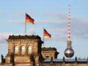 English: Reichstag building and Fernsehturm (television tower) in Berlin, Germany Deutsch: Das Reichstagsgebäude in Berlin, mit dem Berliner Fernsehturm im Hintergrund