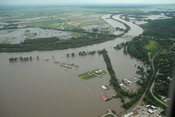 English: Plattsmouth Bridges on June 22, 2011 during Missouri River floods