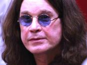 English: Ozzy Osbourne, Prince of Darkness, at the I Am Ozzy book signing at Changing Hands, Tempe Arizona, Feb 20th, 2010