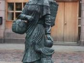 Bronze cast statue of a fishwife and little girl, Peterhead
